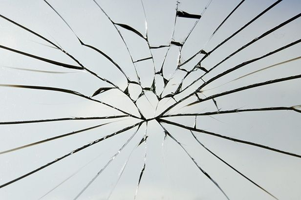 11488331 - the cracked of laminated safety glass